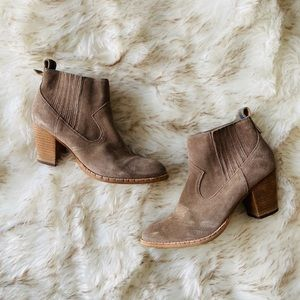 Dolce Vita size 9 suede booties